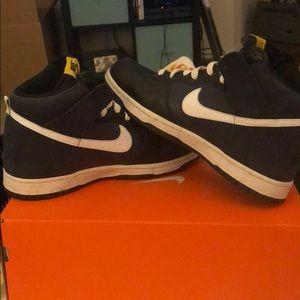 Nike Shoes - Navy Nike high top tennis shoes men's 10